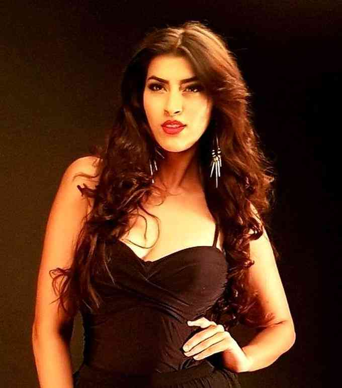 Aakriti Anand Singh Images